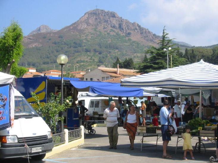porto_azzurro_-_markt_2_lbb.jpg