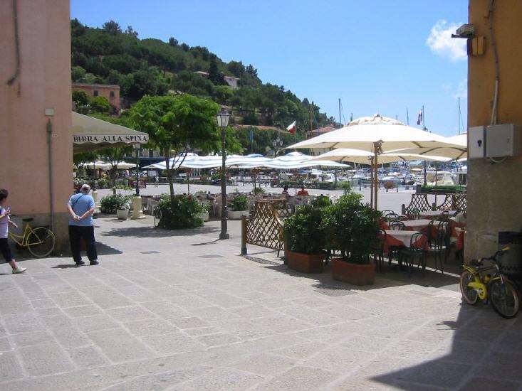 porto_azzurro_-_piazza_lbb.jpg