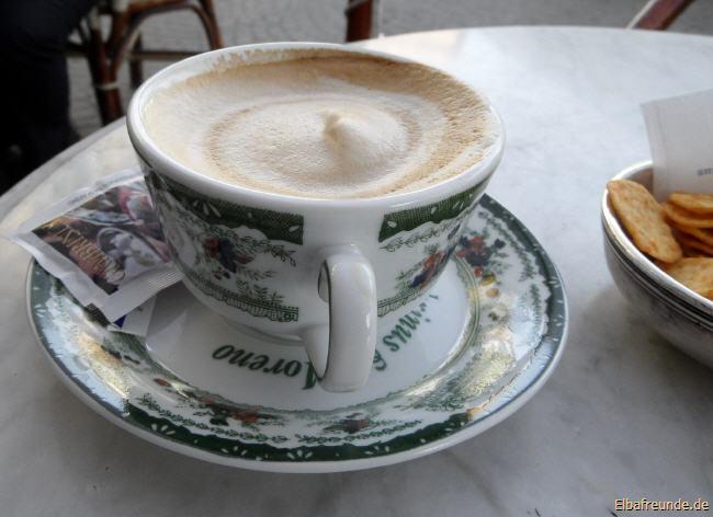 So muss ein Cappuccino aussehen! aber um ehrlich zu sein: Nicht auf Elba fotografiert, sondern in Neapel, im wunderbaren Gambrinus.